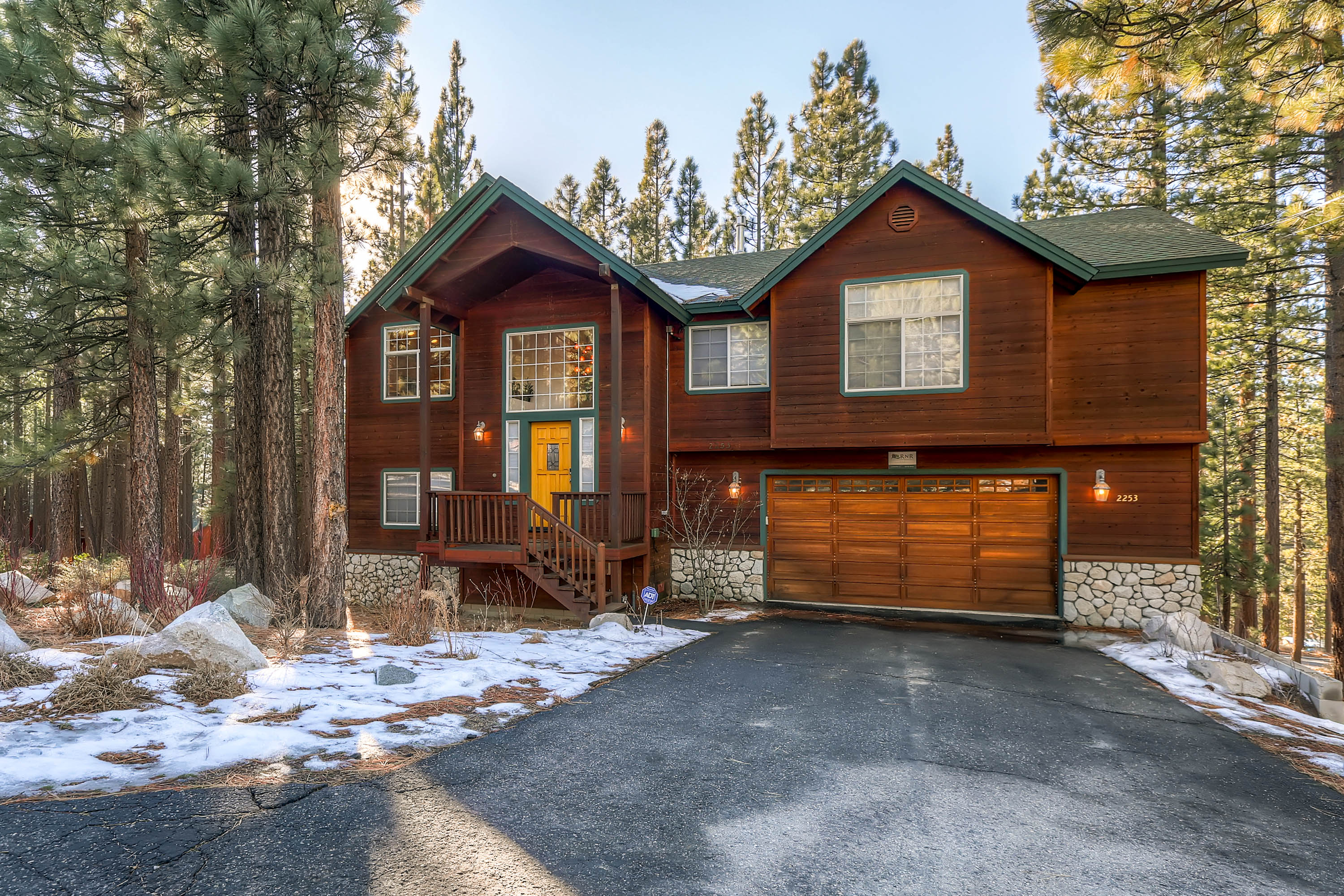 New south lake tahoe vacation rental rnr vacation rentals for Cabin rental tahoe