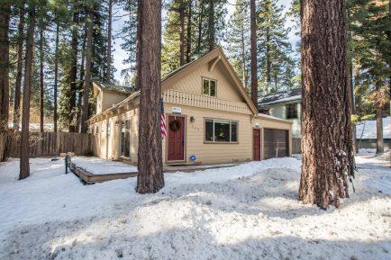 Adorable cabin in Tahoe Island near Tahoe Keys, completely remodeled