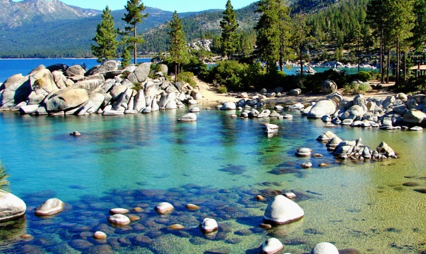 Clear_Waters,_Sand_Harbor,_Lake_Tahoe,_NV_9-10_(33026217051)